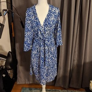 Lovely Avenue Blue and White pattern dress